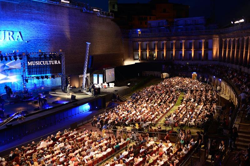 舞台音响与灯光的艺术魅力