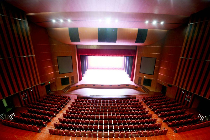 音响设备调控效果与舞台气氛关系