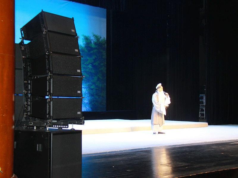 音响设备效果在戏剧演出中的应用